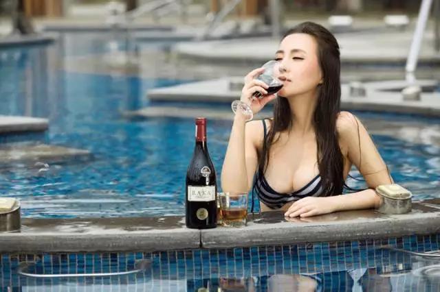 爱喝酒的女人